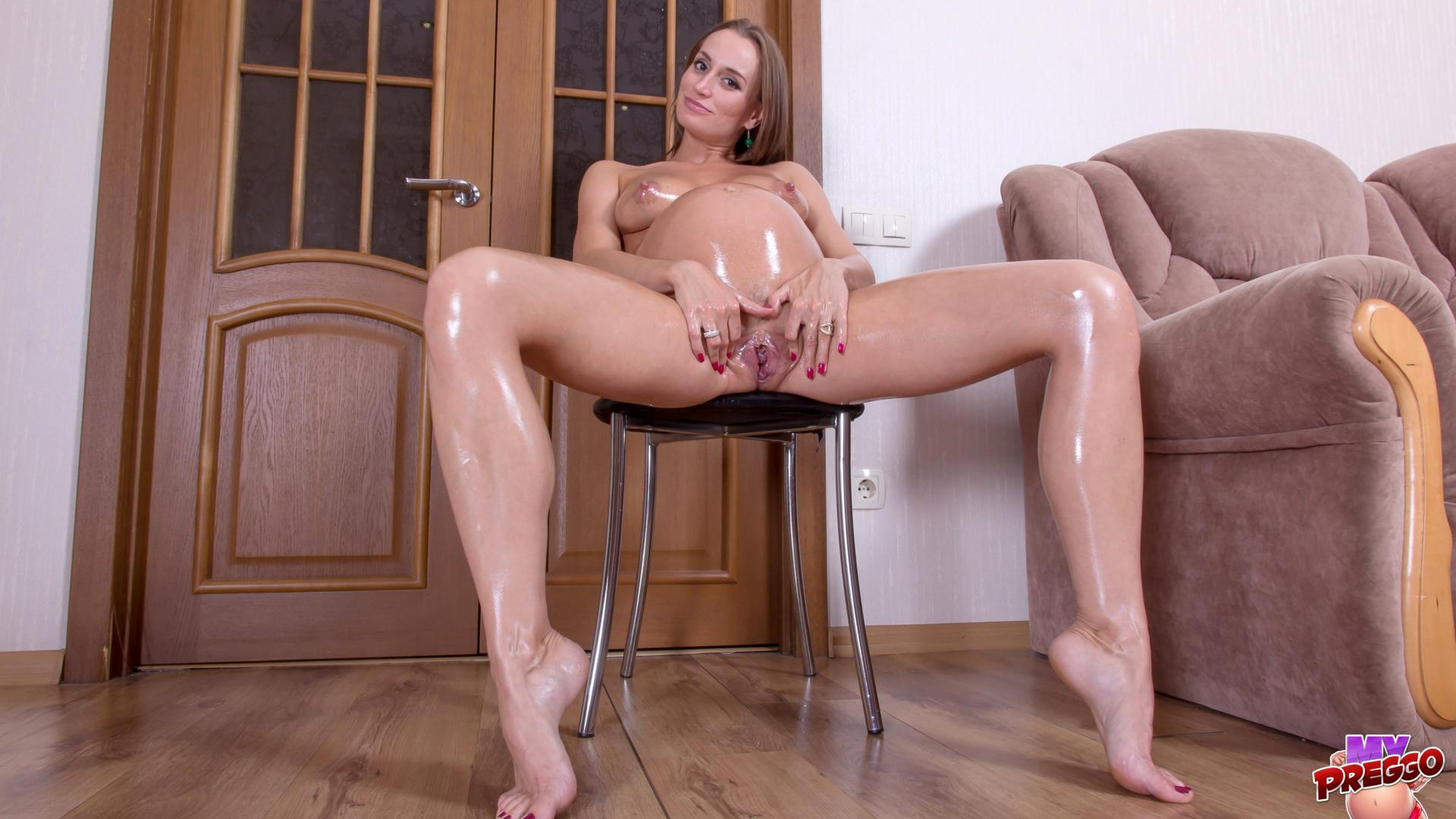 Naked oiled pregnant pictures